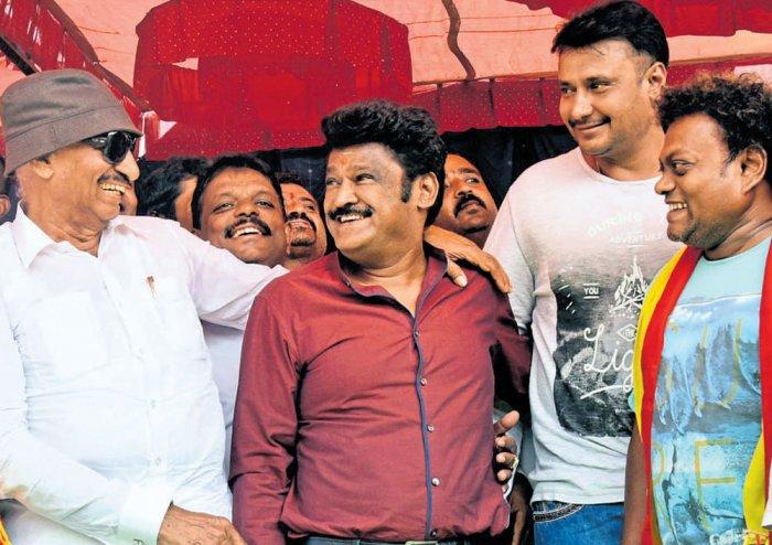 Actors join protest against dubbed films