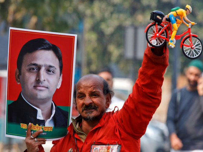 Akhilesh may face stormy days ahead