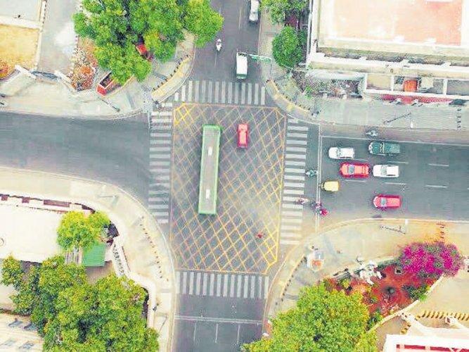 City roads to have yellow box, zig zag markings soon