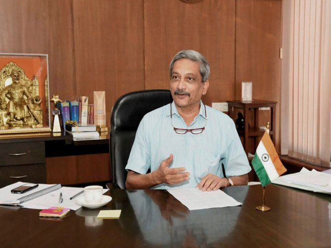 It happens when you come to Goa only to enjoy: Parrikar's dig at Digvijaya
