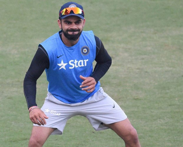 Kohli joins team in warmup, does not field on day 2