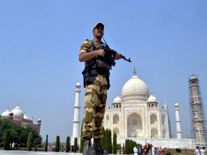 Taj Mahal security beefed up after reported threat from IS