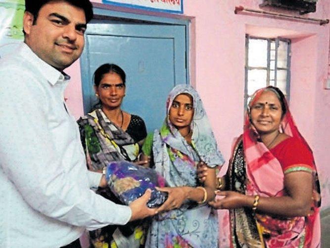 4G phones, sarees reward for sterilisation