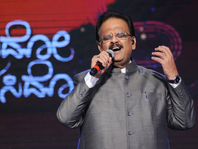 Illayaraja sends notice to SPB for singing his songs