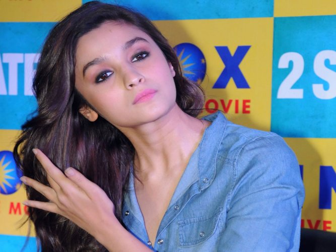 I don't like wasting money on expensive outfits: Alia Bhatt
