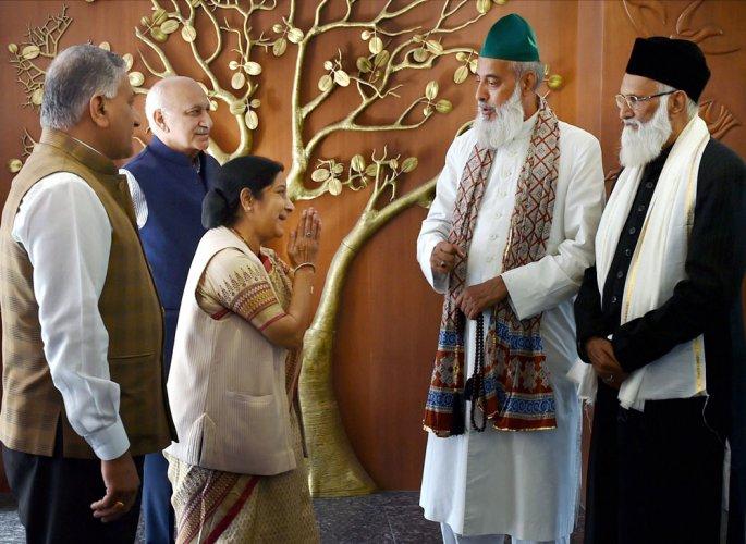 Nizamuddin cleric calls for renewed Indo-Pak peace, amity