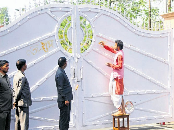 Priests perform purifying rituals at Yogi's official bungalow