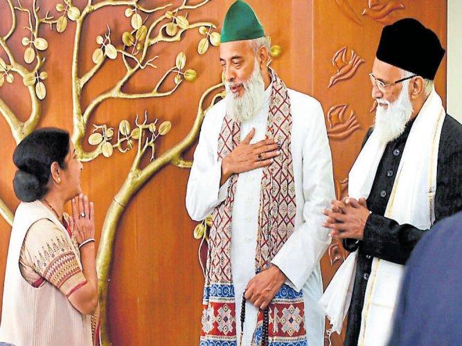 Delhi clerics back home, slam Pak's spy remarks