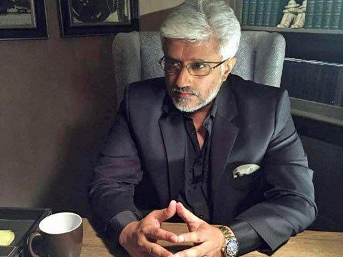Director Vikram Bhatt turns writer with new romance fiction