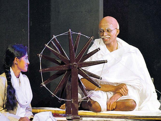Gujarati play on Mahatma premiered in Kannada