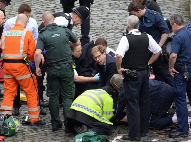 'Hero' British MP tried to save stabbed officer