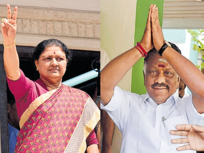 Sasikala camp gets hat, OPS electric pole