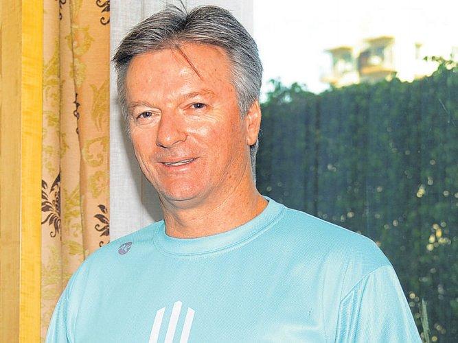 Waugh says pressure on India, urges Australia to retain XI
