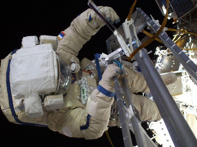 Spacewalking: French and US astronauts to upgrade orbiting lab