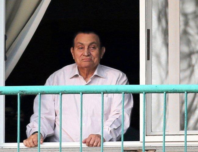 Mubarak walks free after six years in detention