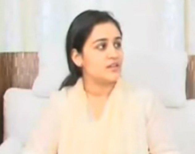 Rumours fly after Prateek, Aparna meet Adityanath