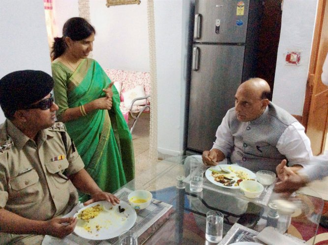 Rajnath shares meal with BSF officer who lost eye-sight