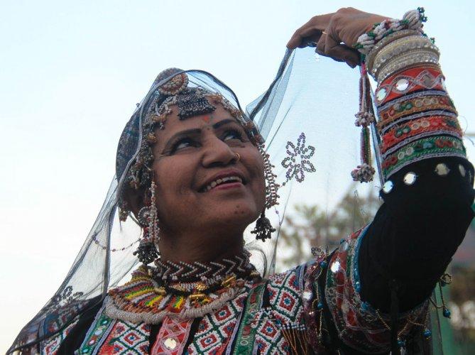 Under the charm of a folk dancer
