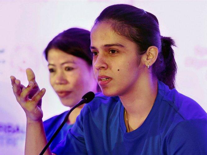 My knee still hurts when I play on the hard courts: Saina