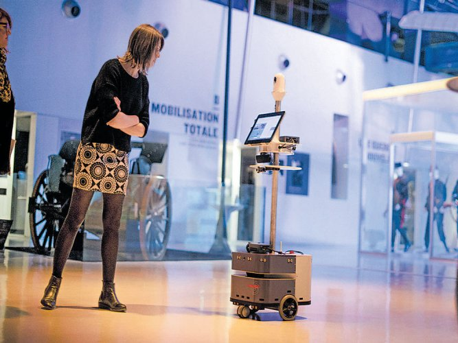 Robot as your  museum tour guide