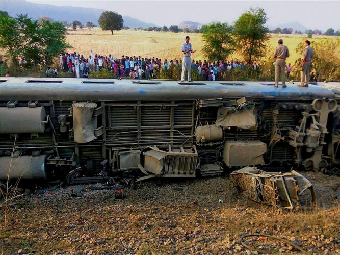 Train derails in UP; 52 injured, 10 critical