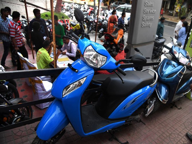 As deadline looms on BS III vehicles, bike showrooms see rush