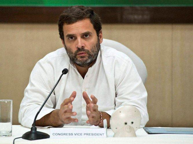 PM 'disrespecting' drought-hit farmers of TN: Rahul