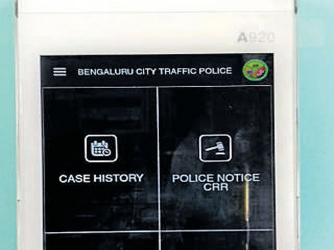 Cops gear up  to collect traffic fines by card
