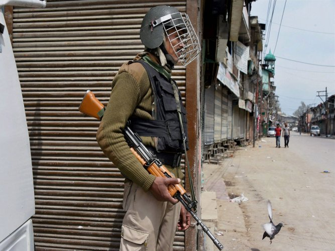 Constable killed, 15 security personnel injured in grenade attack