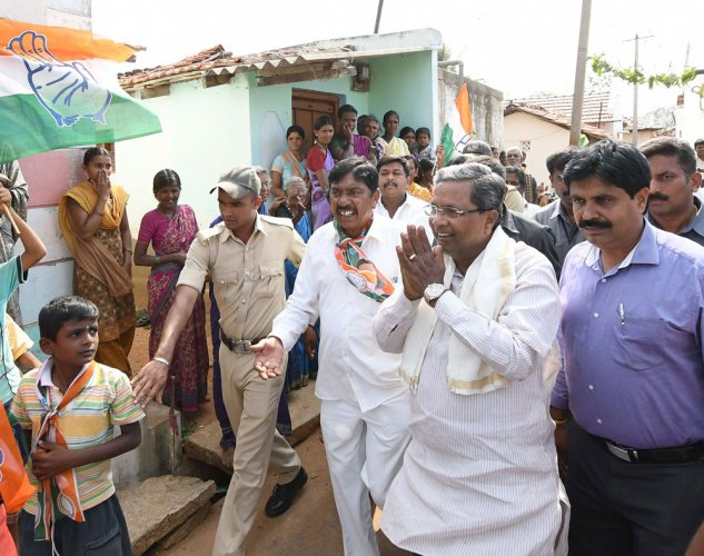 Cong's Kalale tries to get a 'hand' on his poll symbol