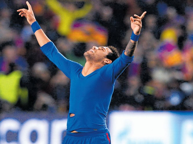 Neymar hits 100 as Barca remain on Madrid's tails