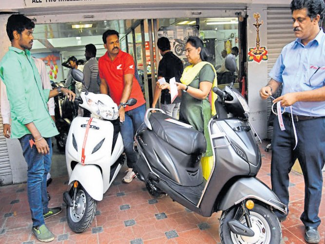 BS-III vehicles ban to cost auto cos nearly Rs 3k cr: Crisil