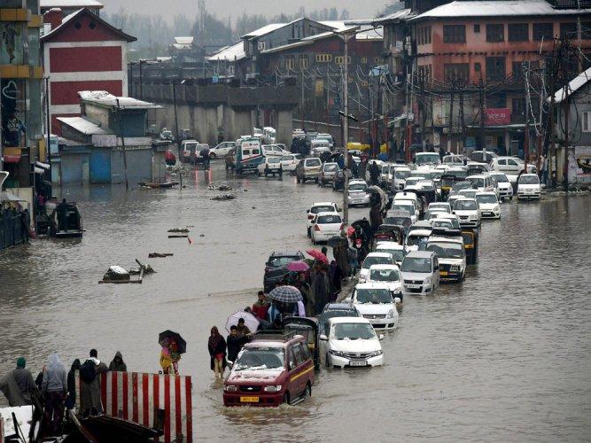 Water level in Jhelum recede as rain stops