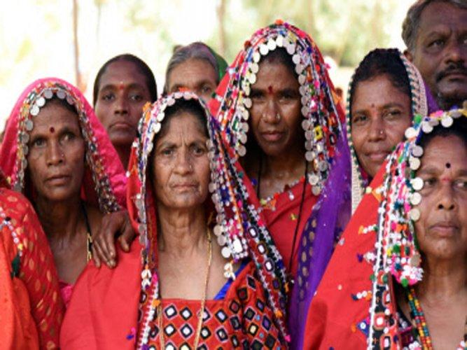 Karnataka flays Goa's move to evict Lambani tribes from beaches