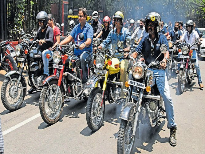 Yezdi bikers cheer as Limca confirms  record for largest Jawa congregation
