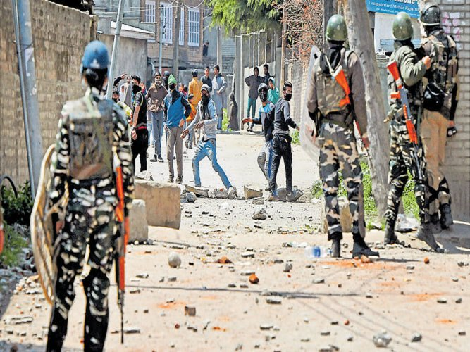 Eight killed in violence during Srinagar bypoll