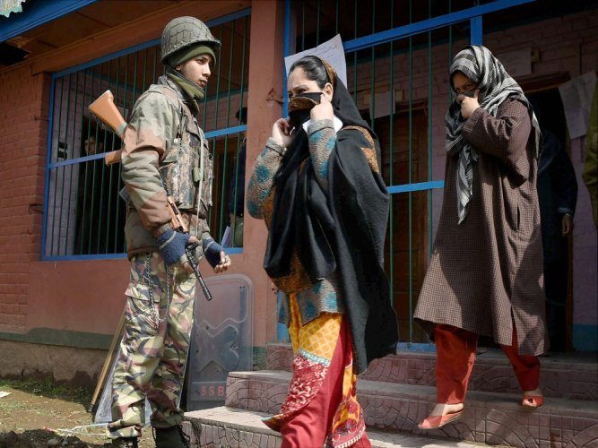 Srinagar records lowest turnout in 30 yrs