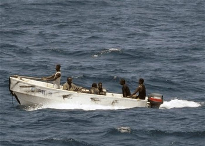 Eight hostages held by Somali pirates freed: coast guard