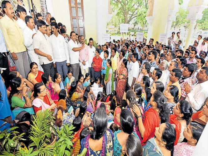 MCCstaff protest harassment of official by corporator