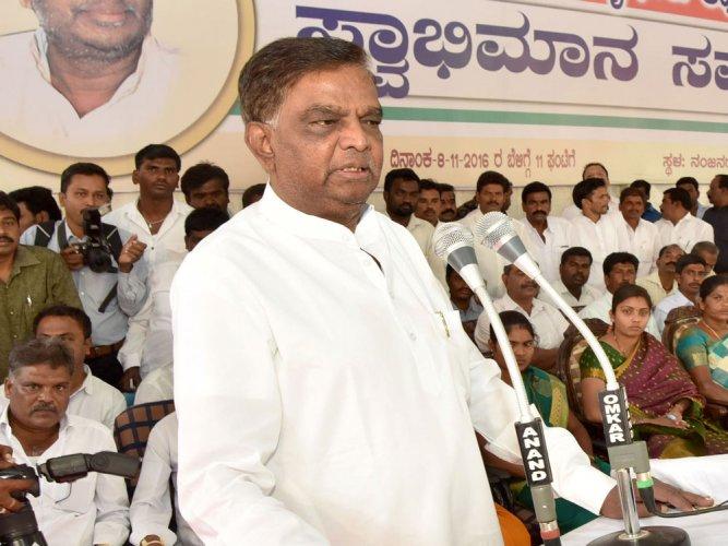 Nanjangud voters scuttle Srinivas Prasad's 'revenge' bid