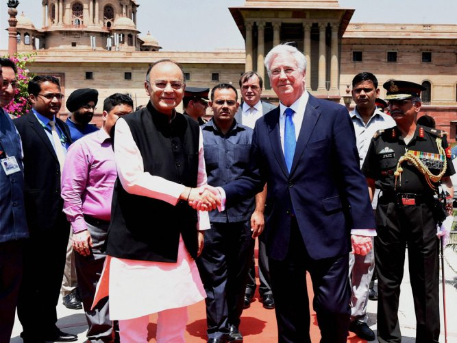 India-UK ink deal on defence industries