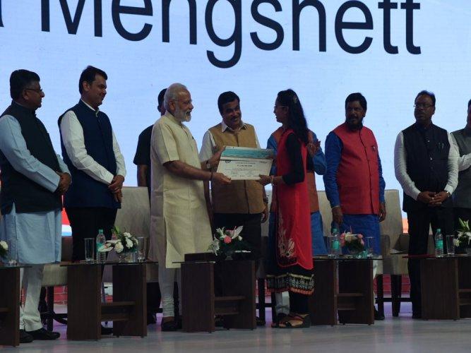 PM Modi felicitates winners of Lucky Grahak Yojana and Digi Dhan Vyapar Yojana