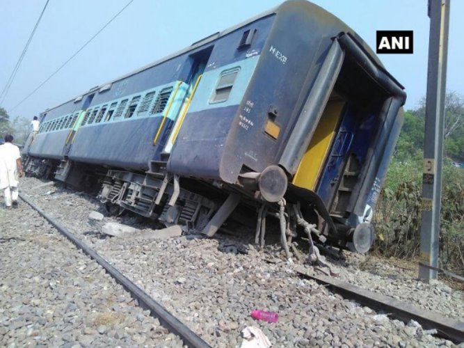 8 coaches of Rajya Rani Exp derail near Rampur, 10 injured