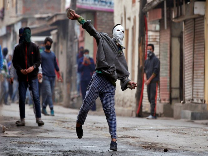 Students clash with forces in Pulwama, dozens injured