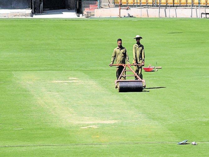 Chinnaswamy pitch goes 'dry'