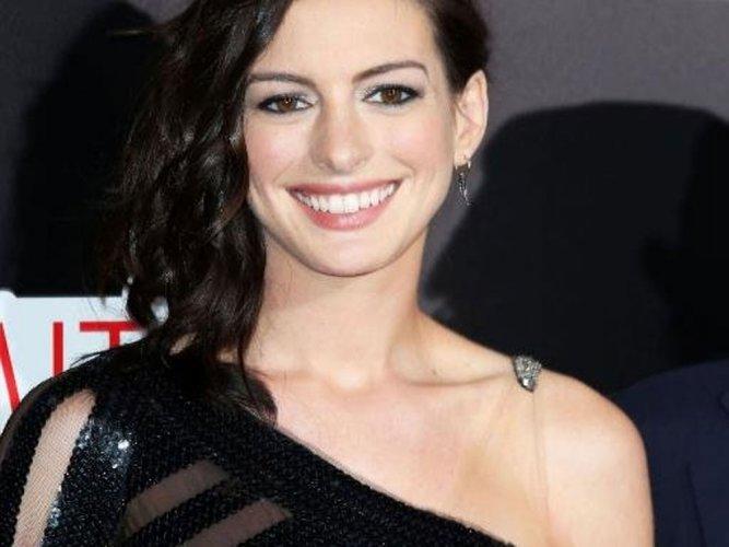 Anne Hathaway baffled by Hollywood success