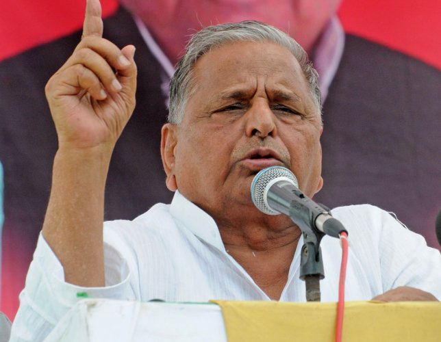 Mulayam blames media, voters for SP's defeat in UP polls
