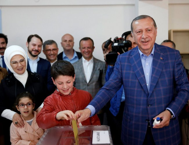 Erdogan declares referendum victory as opposition cries foul