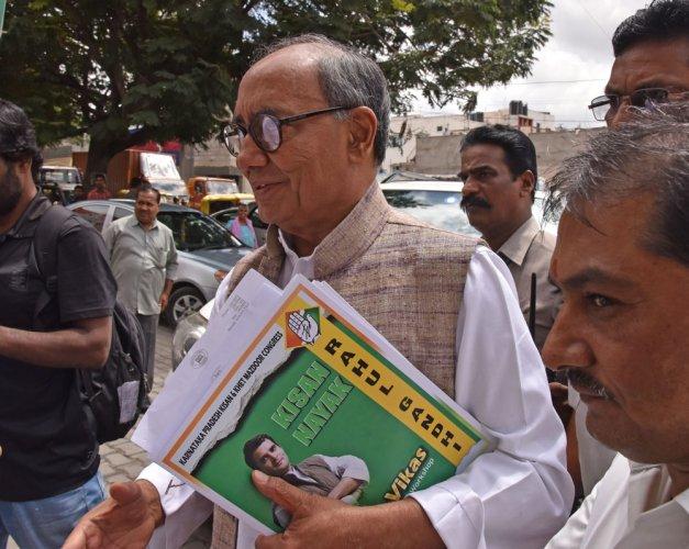 Digvijaya meets Congress' state leaders over next year's polls