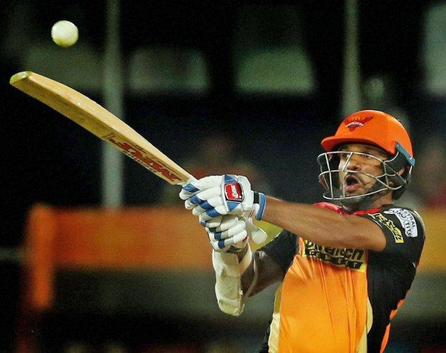 Willamson, Dhawan fifties take SRH to 191 for 4